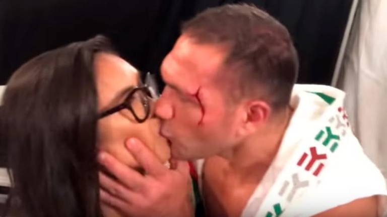 (Video) Bulgarian boxer who kissed interviewer fined, suspended