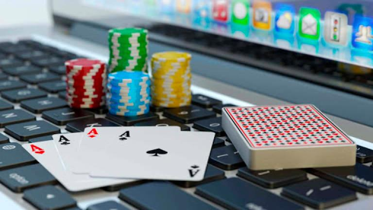 10 individuals arrested over their involvement in online gambling