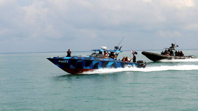 Labuan Marine police nab Vietnamese crew for illegal fishing