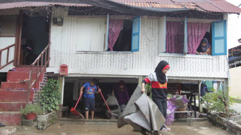 69 people still at flood relief centre in Jasin