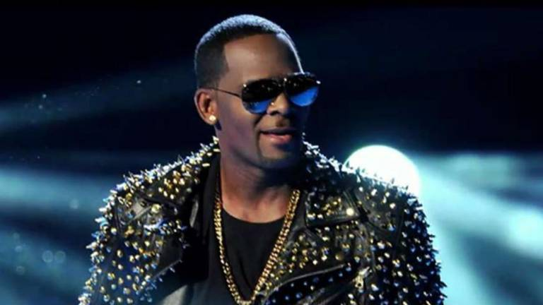 R. Kelly arrested on child pornography charges: Report