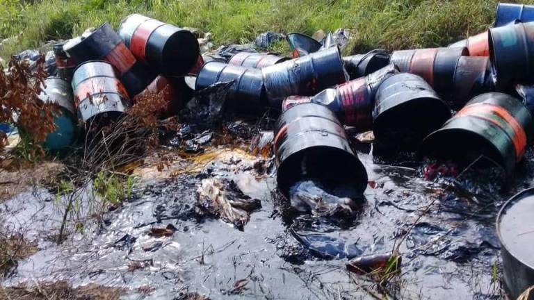Suspected chemical waste in Klang River