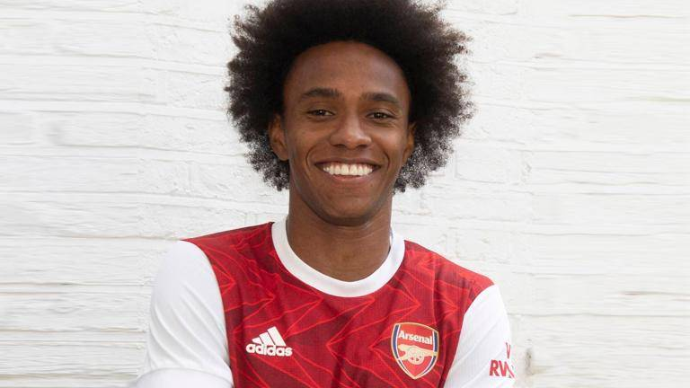 Arsenal sign Willian on three-year contract