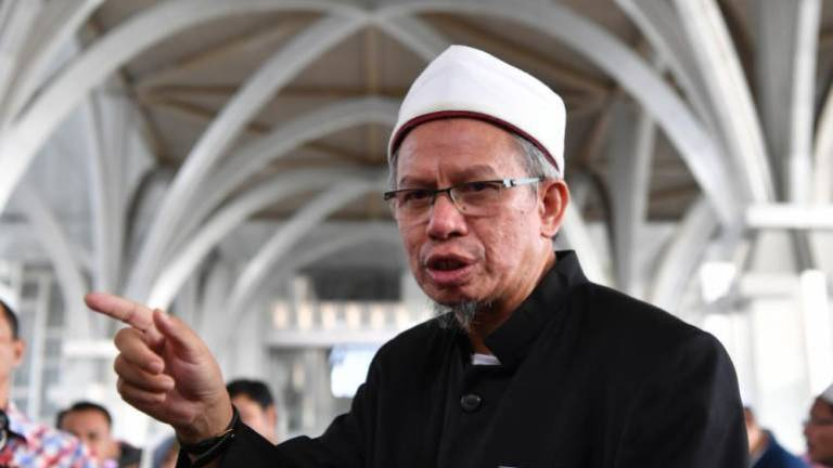 Zulkifli proposes suspension of mosque, surau activities be extended