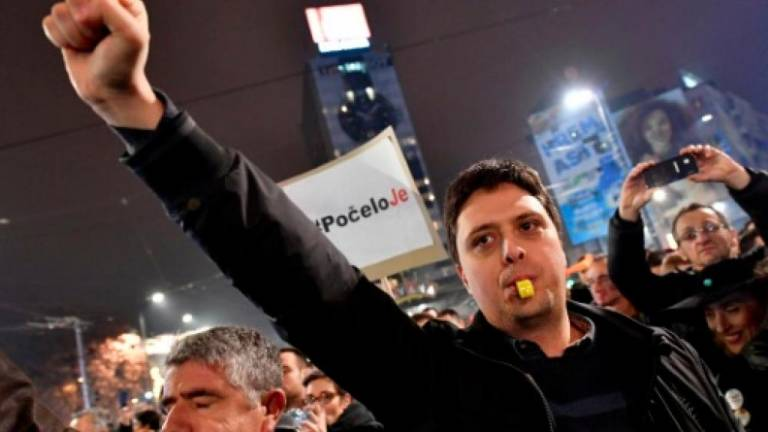 Serbians protest against president for third straight week