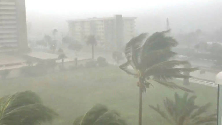 Thousands without power as storm lashes Sydney
