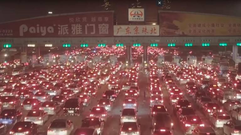 (Video) Massive 5km long traffic jam during CNY rush
