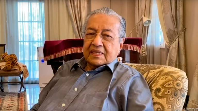Dr Mahathir urges people to comply with MCO