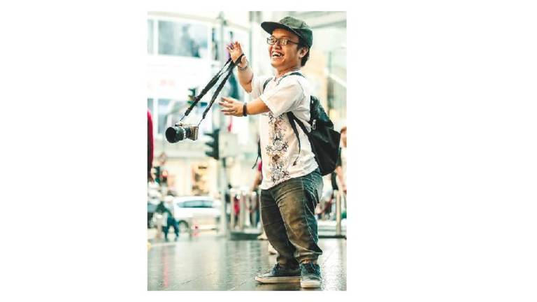 Dwarfism no obstacle for go-getter photographer