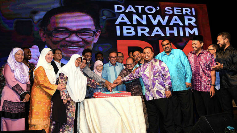 Wan Azizah warns PKR leaders in govt not to be arrogant