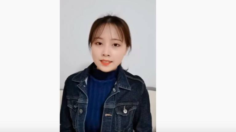 (Video) Woman from China wows netizens offering Covid-19 tips in Bahasa Malaysia