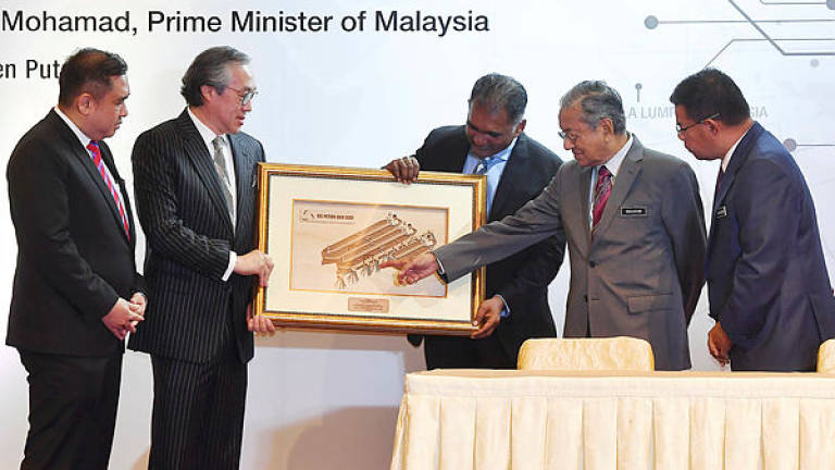 Govt servants are not allowed to accept gifts: Dr Mahathir