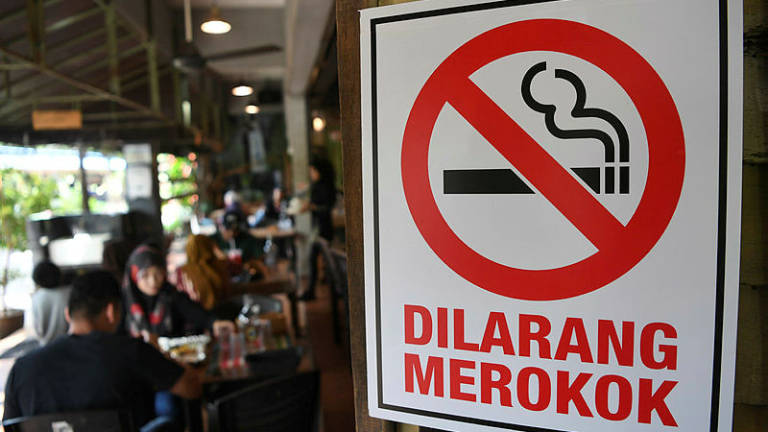 3,808 food outlets in Perak fail to put up 'no smoking' notices at premises