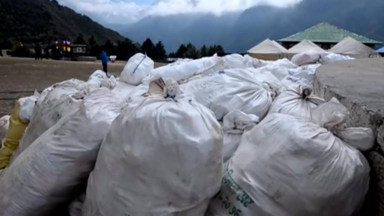 (Video) Nepal picks 11 tonnes of garbage in Everest clean-up