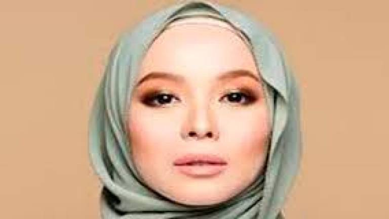 Vivy Yusof files defamation suit against netizen over B40, M40 issue