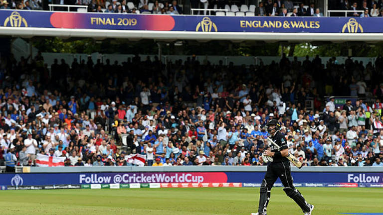 England get Guptill early in World Cup final against New Zealand