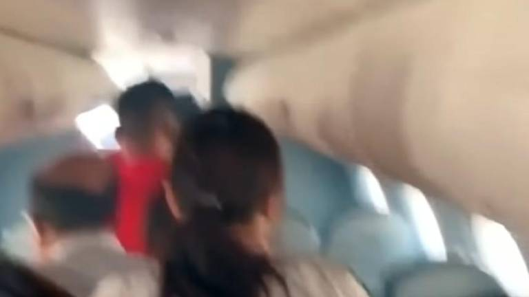 (Video) Chaotic moments after Myanmar plane's emergency landing captured