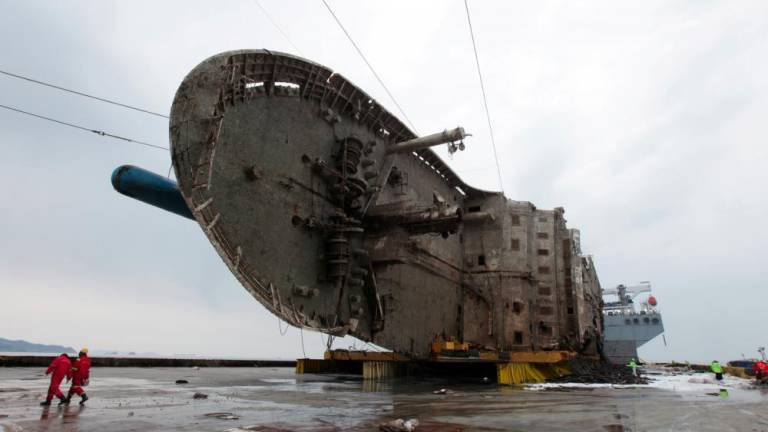 S. Korea awards ferry sinking survivors compensation