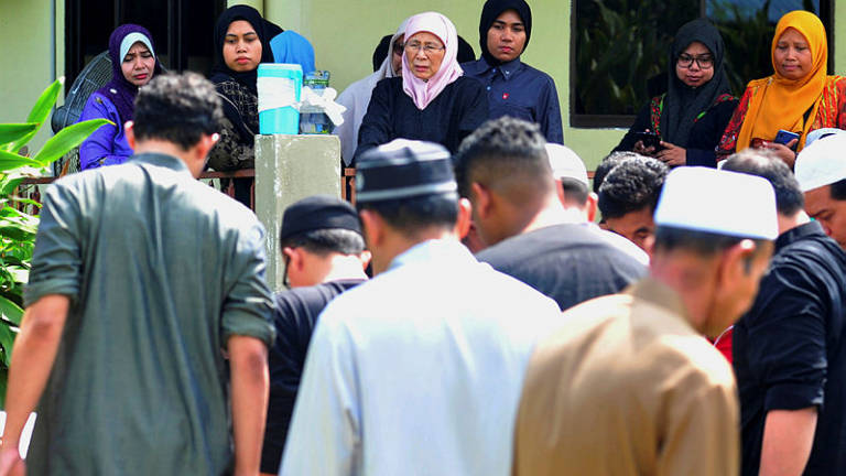 Wan Azizah's sister-in-law buried in Cherok Tok Kun