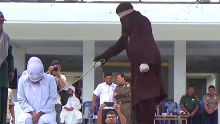 (Video) Indonesian from religious advisory body caned for adultery