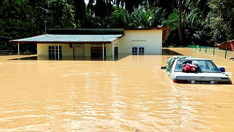 Flash floods: 141 people in Alor Gajah evacuated