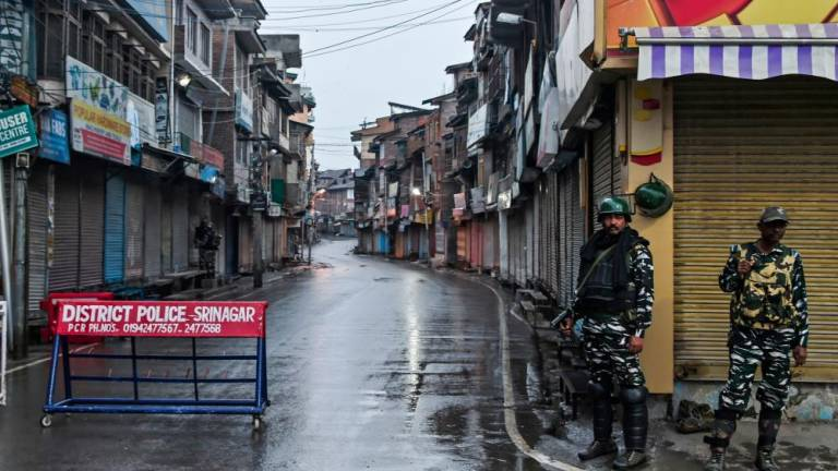 Five dead as Pakistan, India exchange fire in Kashmir (Updated)