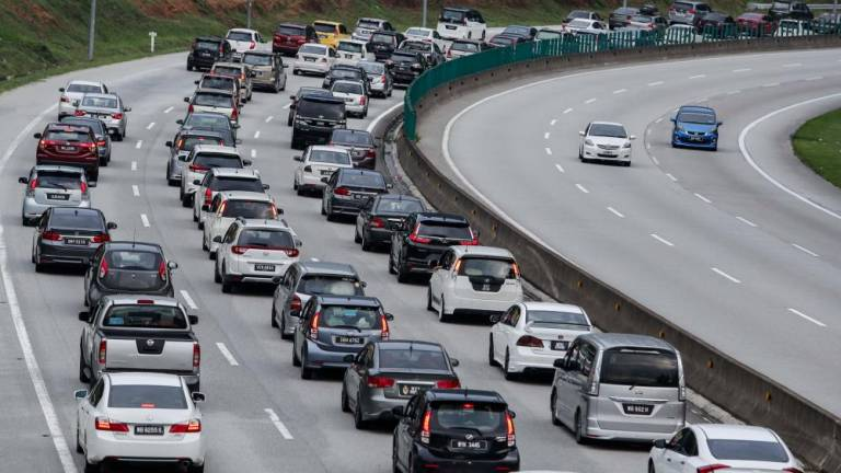 Traffic on several major routes in KL affected due to pipe burst