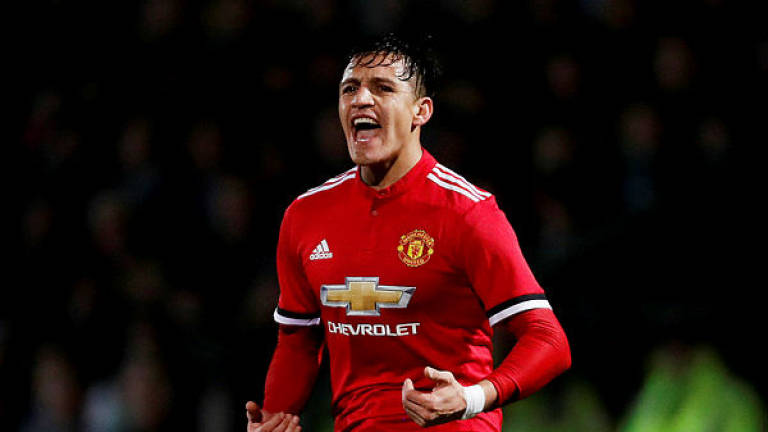 various colors 2fa6c a5558 Solskjaer counting on Sanchez to make Man Utd impact