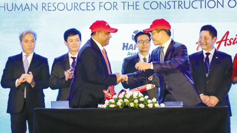 AirAsia reiterates intention to set up low-cost carrier in Vietnam