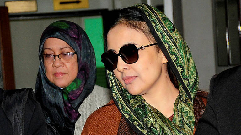 Nazrin's widow was expressionless during fire, says witness