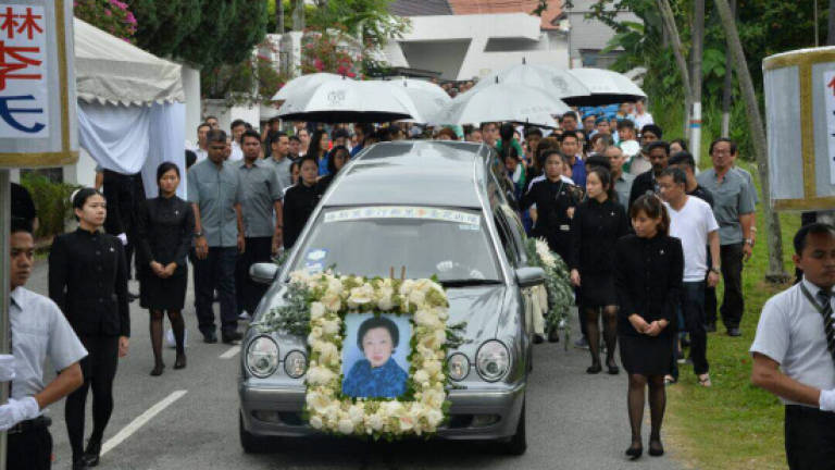 Video Thousand Turn Up For Funeral Procession Of Puan Sri Lee Updated