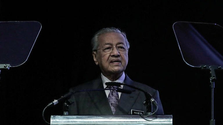 Mahathir calls Dong Zong racist for not agreeing with anything