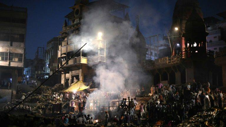 Escaping Death And Rebirth On Varanasi S Sacred Riverbanks