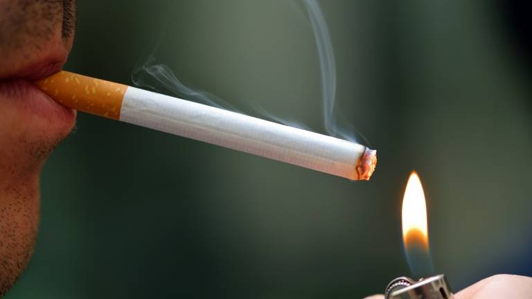 smokers can light up when more than 3m from restaurants
