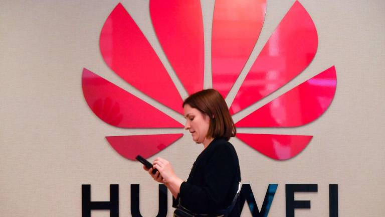 UK telecoms giant EE says to launch 5G without Huawei