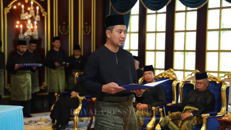 Dr Sahruddin sworn in as new MB of Johor