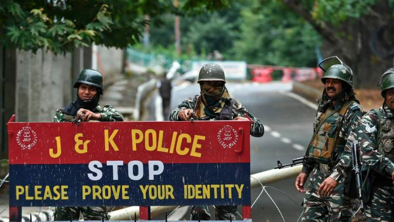 Eight protesters injured, restrictions reimposed in Kashmir (Updated)