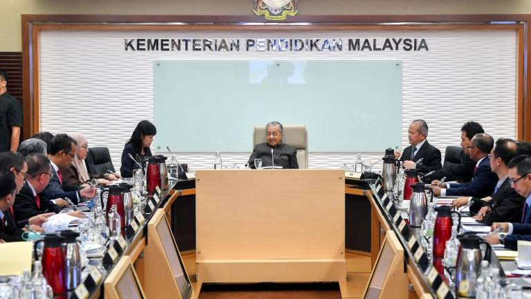 Dr Mahathir occupies Education Minister's office
