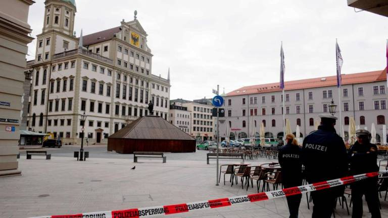 German city halls evacuated after bomb threats: Police