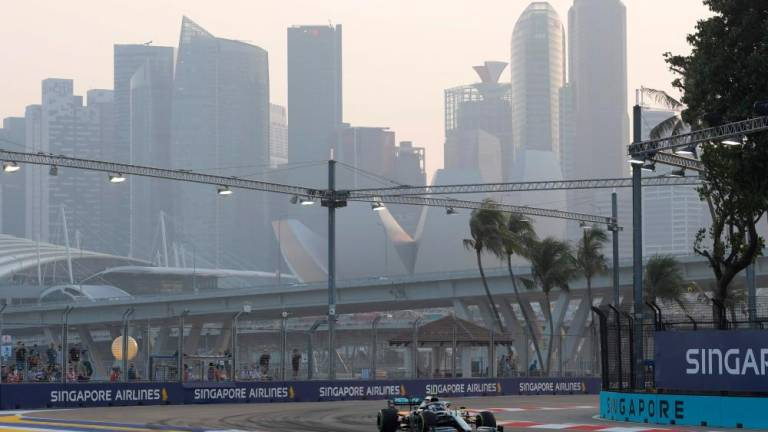 Haze: Singapore air quality hits 'unhealthy' level ahead of F1 race