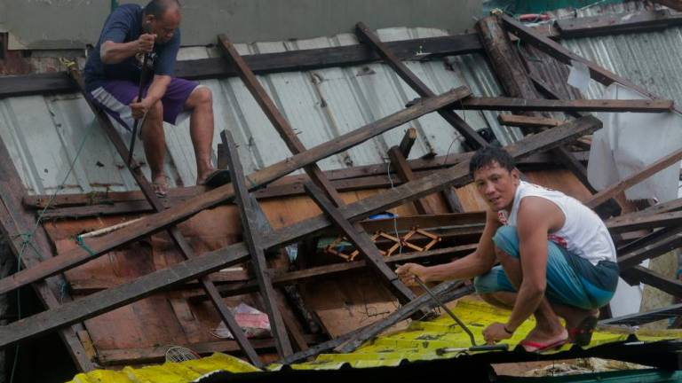 Typhoon Kammuri pounds Philippines, closes Manila airport