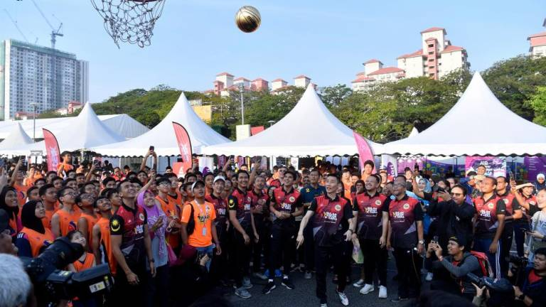 Roots not forgotten as Chong Wei donates RM2m to BAM, NSC