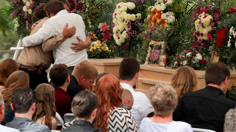 Families hold first funerals for Mormon massacre victims