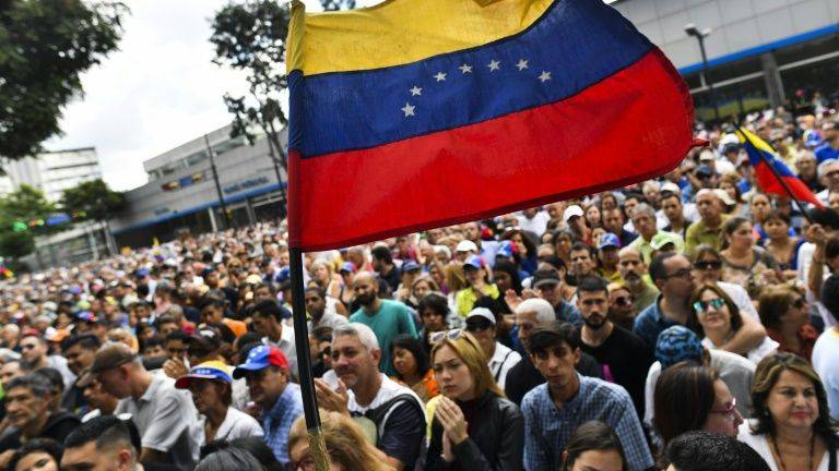 Opposition-controlled Venezuela parliament calls for protest to oust Maduro