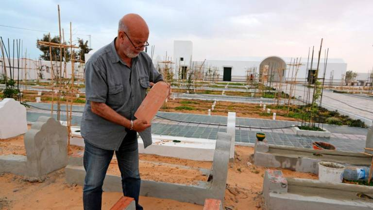 Drowned migrants get 'dignified' burial in Tunisia cemetery