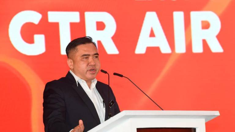 Taxi drivers must transform and adopt latest technologies: Loke