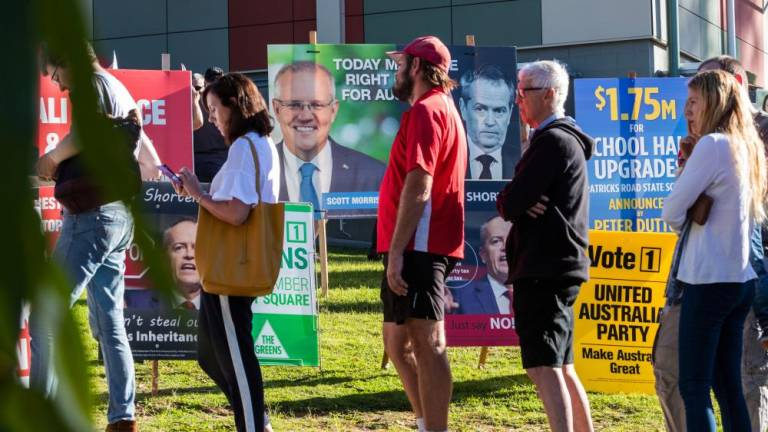 Australian voters tipped to elect Labor government