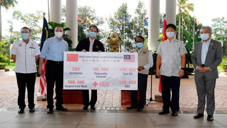 Malaysia receives medical equipment supply from China