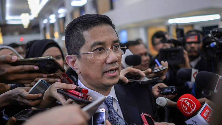 Azmin to meet Sarawak state govt on petroleum tax