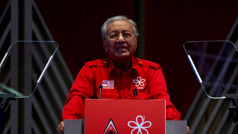 Youngsters in Bersatu reminded to assist rakyat: Mahathir